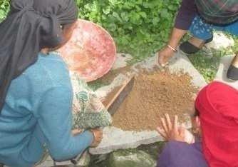membuat mineral blok untuk ternak kambing dan ternak sapi dari tanah liat